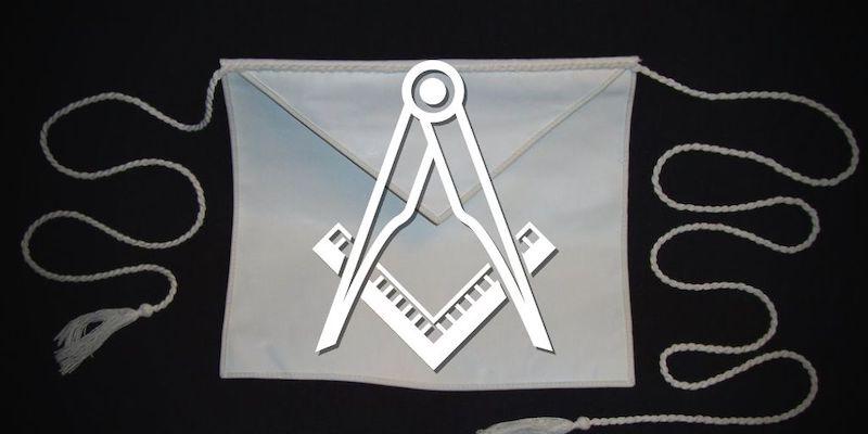 why do freemasons wear aprons